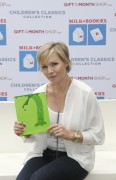 Jennie Garth Reads at the Milk & Bookies Event Sponsored by The Gift of the Month Shop - November 7, 2010